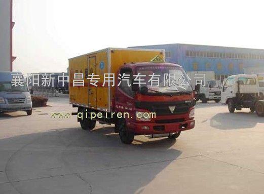 底盘发动机排气管经改装后进行前置,并在其尾端安装了排气火花熄灭器.