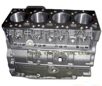 侧置气门式发动机气缸盖,铸有水套,进水孔,出水孔,火花塞孔,螺栓孔
